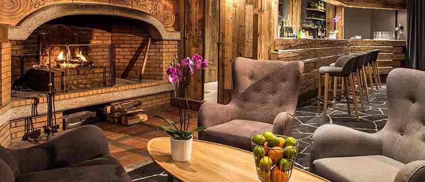 France_Alpe-dHuez_Hotel-Pic-Blanc-bar.jpg